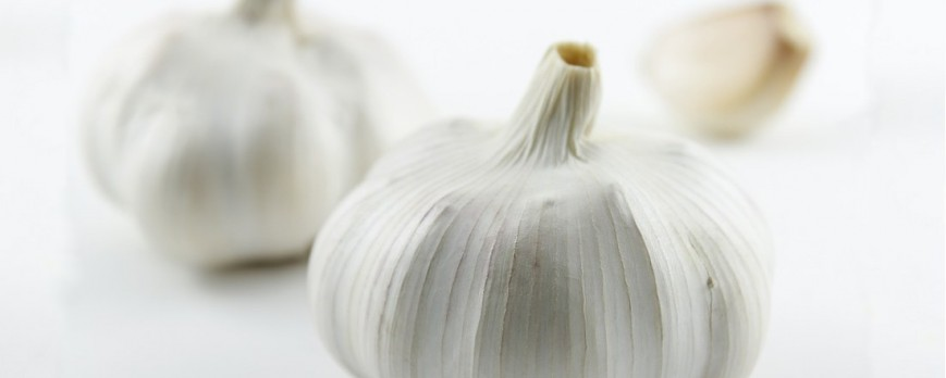 How to use garlic to treat hair loss?